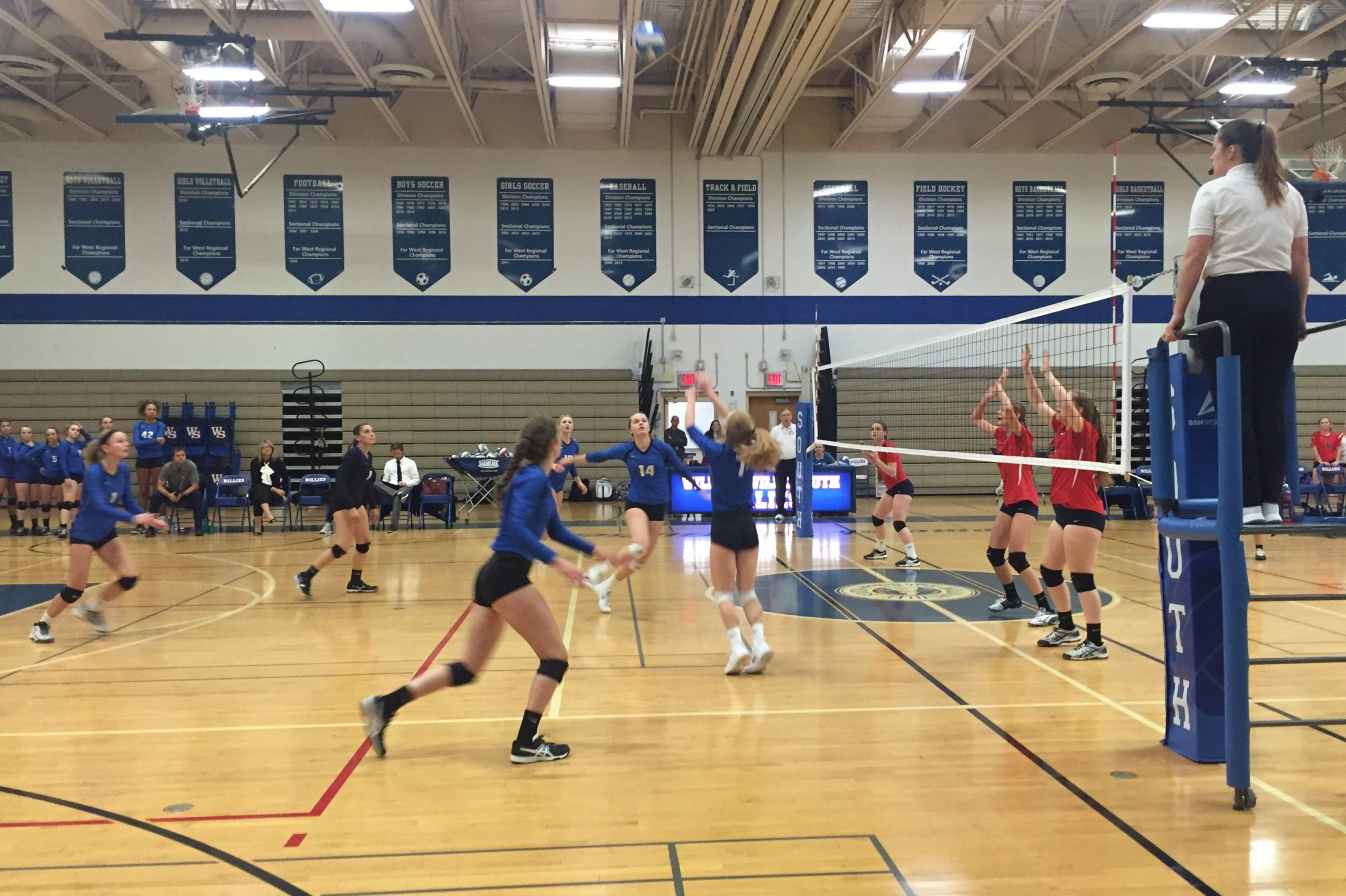 Williamsville South Girls Volleyball Starts Strong in Class A Sectionals